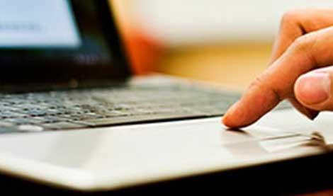 finger on laptop